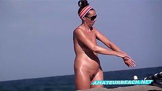 Hairy vs Shaved Pussy Close-Ups Amateurs Voyeur Beach Video
